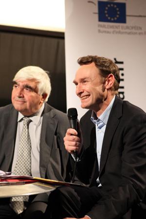 Alain Barrau, directeur du Bureau d'information en France du Parlement européen, et Laurent Cotillon, directeur d'édition du Film Français  | Journée Prix Lux à Paris